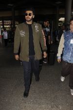 Arjun Kapoor snapped at airport on 28th Dec 2016 (30)_5864bb2633cdf.JPG