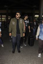 Arjun Kapoor snapped at airport on 28th Dec 2016 (31)_5864bb26d5d04.JPG