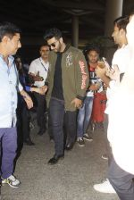 Arjun Kapoor snapped at airport on 28th Dec 2016 (50)_5864bb299993c.JPG