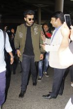 Arjun Kapoor snapped at airport on 28th Dec 2016 (51)_5864bb2a2f86c.JPG