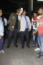 Arjun Kapoor snapped at airport on 28th Dec 2016 (52)_5864bb2ab838f.JPG