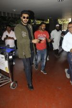 Arjun Kapoor snapped at airport on 28th Dec 2016 (54)_5864bb2beaf42.JPG