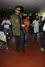 Arjun Kapoor snapped at airport on 28th Dec 2016 (55)_5864bb2c82b3c.JPG
