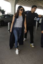 Priyanka Chopra snapped at airport on 28th Dec 2016 (36)_5864bb3c56802.JPG