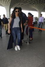 Priyanka Chopra snapped at airport on 28th Dec 2016 (39)_5864bb3e0dca3.JPG