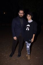 Aamir Khan and Kiran Rao at panchagani on 29th Dec 2016 (5)_586603f3a7336.jpg