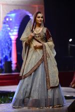 Model at Anju Modi Luxury Festive 2017 collection on 29th Dec 2016 (106)_5866062797c13.JPG