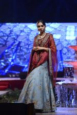 Model at Anju Modi Luxury Festive 2017 collection on 29th Dec 2016 (110)_5866062a66fcb.JPG