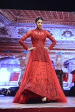 Model at Anju Modi Luxury Festive 2017 collection on 29th Dec 2016 (113)_5866062c75a79.JPG