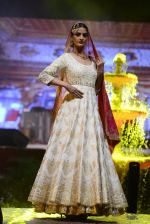 Model at Anju Modi Luxury Festive 2017 collection on 29th Dec 2016 (13)_586605eeb367a.JPG