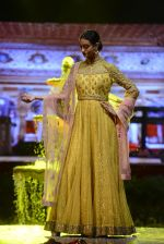 Model at Anju Modi Luxury Festive 2017 collection on 29th Dec 2016 (15)_586605efe2279.JPG