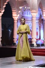 Model at Anju Modi Luxury Festive 2017 collection on 29th Dec 2016 (16)_586605f080e4b.JPG