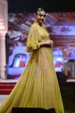 Model at Anju Modi Luxury Festive 2017 collection on 29th Dec 2016 (18)_586605f1ade78.JPG