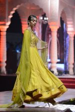 Model at Anju Modi Luxury Festive 2017 collection on 29th Dec 2016 (32)_586605fa4bc72.JPG