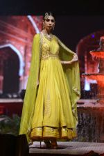 Model at Anju Modi Luxury Festive 2017 collection on 29th Dec 2016 (34)_586605fbbc55d.JPG
