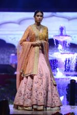 Model at Anju Modi Luxury Festive 2017 collection on 29th Dec 2016 (49)_58660605efa8e.JPG