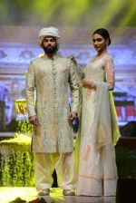 Model at Anju Modi Luxury Festive 2017 collection on 29th Dec 2016 (5)_586605ea4d320.JPG