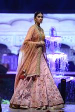 Model at Anju Modi Luxury Festive 2017 collection on 29th Dec 2016 (50)_586606068446f.JPG