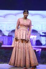 Model at Anju Modi Luxury Festive 2017 collection on 29th Dec 2016 (53)_5866060826b1c.JPG