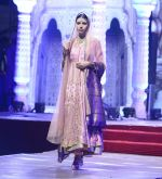Model at Anju Modi Luxury Festive 2017 collection on 29th Dec 2016 (54)_58660608b00cd.JPG