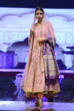 Model at Anju Modi Luxury Festive 2017 collection on 29th Dec 2016 (55)_586606094ffaf.JPG