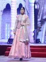 Model at Anju Modi Luxury Festive 2017 collection on 29th Dec 2016 (56)_58660609d6b2b.JPG
