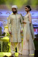 Model at Anju Modi Luxury Festive 2017 collection on 29th Dec 2016 (6)_586605ead31ff.JPG