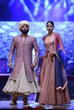 Model at Anju Modi Luxury Festive 2017 collection on 29th Dec 2016 (64)_5866060e6b07b.JPG