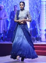 Model at Anju Modi Luxury Festive 2017 collection on 29th Dec 2016 (65)_5866060f0b337.JPG