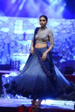 Model at Anju Modi Luxury Festive 2017 collection on 29th Dec 2016 (66)_5866060f9377e.JPG