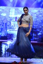 Model at Anju Modi Luxury Festive 2017 collection on 29th Dec 2016 (67)_5866061029dce.JPG