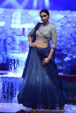 Model at Anju Modi Luxury Festive 2017 collection on 29th Dec 2016 (69)_58660611571cf.JPG