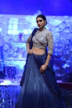 Model at Anju Modi Luxury Festive 2017 collection on 29th Dec 2016 (71)_58660612752db.JPG