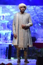 Model at Anju Modi Luxury Festive 2017 collection on 29th Dec 2016 (75)_58660614ac14c.JPG