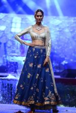 Model at Anju Modi Luxury Festive 2017 collection on 29th Dec 2016 (78)_58660616662bf.JPG