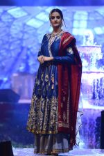 Model at Anju Modi Luxury Festive 2017 collection on 29th Dec 2016 (84)_58660619c6762.JPG