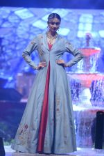 Model at Anju Modi Luxury Festive 2017 collection on 29th Dec 2016 (88)_5866061c08897.JPG