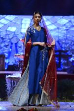 Model at Anju Modi Luxury Festive 2017 collection on 29th Dec 2016 (91)_5866061d922e0.JPG