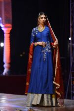 Model at Anju Modi Luxury Festive 2017 collection on 29th Dec 2016 (93)_5866061eaf9bc.JPG