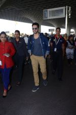 Varun Dhawan snapped at airport on 29th Dec 2016 (16)_586604a26dc50.JPG