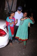 Anupam Kher snapepd with street kids on 30th Dec 2016 (10)_5867528fd0775.JPG
