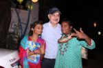 Anupam Kher snapepd with street kids on 30th Dec 2016 (11)_586752908328e.JPG