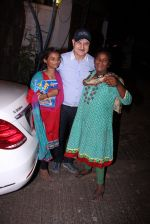 Anupam Kher snapepd with street kids on 30th Dec 2016 (3)_5867528a3bc6e.JPG