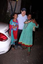 Anupam Kher snapepd with street kids on 30th Dec 2016 (4)_5867528b0aff9.JPG