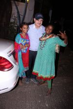 Anupam Kher snapepd with street kids on 30th Dec 2016 (6)_5867528c9ae23.JPG