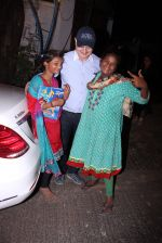 Anupam Kher snapepd with street kids on 30th Dec 2016 (9)_5867528f14c24.JPG