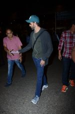 Hrithik Roshan snapped at airport on 30th Dec 2016 (19)_586752547c0f7.JPG