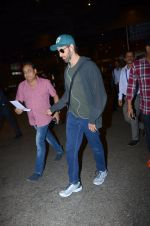 Hrithik Roshan snapped at airport on 30th Dec 2016 (21)_5867525711765.JPG