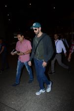 Hrithik Roshan snapped at airport on 30th Dec 2016 (22)_586752580d59a.JPG