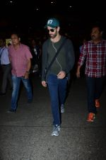 Hrithik Roshan snapped at airport on 30th Dec 2016 (26)_5867525c16cc0.JPG